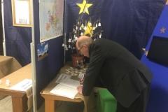MdL Michael Wäschenbach schickt die Friedensglocke nach Hambach