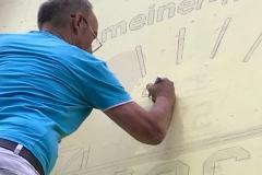 Herr Laubenthal bei der Detailarbeit