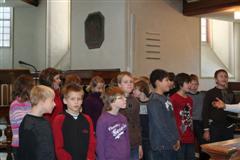 Die Klasse 5c beim musikalischen Einsatz mit Frau Seiler