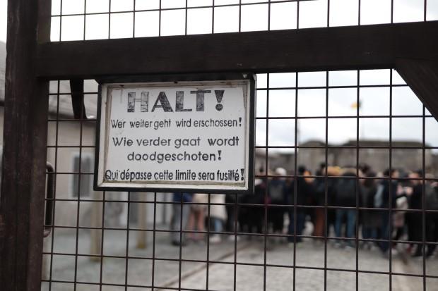Warnung am Eingangstor (Andere)