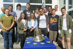 Geschichts-AG der Hermann-Gmeiner-Reealschule plus lässt Friedensglocke gießen (mit freundlicher Genehmigung Claudia Geimer, Rheinzeitung) (Mittel)